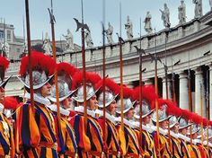 Swiss Guards at the Vatican. They REALLY do wear these uniforms designed by Michaelangelo! Yes, they are ugly uniforms! Swiss Guard, St Peters Basilica, Sistine Chapel, Vatican City, Countries Of The World, Religion, Tours, Design, Dan Brown