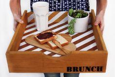 Convertí un cajón que no te sirve más en una bandeja divina ¡para llevarte el desayuno a la cama! My Tea, Bath Caddy, Wood Wall Art, Outdoor Sofa, Wood Projects, Catering, Sweet Home, Brunch, Basket