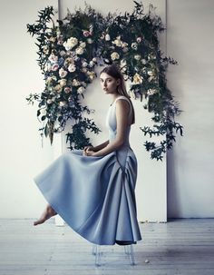 So beautiful ~ the dress, the flowers and the photography.