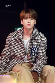Find images and videos about kpop, bts and jungkook on We Heart It - the app to get lost in what you love. Foto Jungkook, Foto Bts, Jungkook Jeon, Jungkook Cute, Jungkook Oppa, Bts Photo, Bts Bangtan Boy, Jungkook 2018, Bts 2018