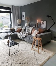 Ways to Decorate a Living Room Corner Behind a Couch or Loveseat My Living Room, Interior Design Living Room, Home And Living, Living Room Designs, Living Room Decor, Passion Deco, Black Walls, Home And Deco, Living Room Inspiration