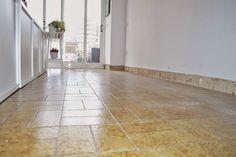 diy-cambio-suelo-casa-lamas-vinilo-autoadhesivo-leroy-merlin Tile Floor, Diy, Flooring, Studio, Home Decor, Foam Rollers, Laminate Flooring, Houses, Vinyls