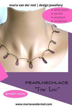 Pearl necklace with little white pearls, peridot and amethyst, made of remanium. Parelketting gemaakt van remanium, kleine witte pareltjes, peridot en druppelvormige amethisten.#pearlnecklace #parelketting #pearls #parels #amethyst #amethisten #remanium