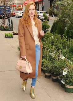 Celebrity Street Style Picture Description Kate Bosworth stunned with her strawberry blonde hair and long camel coat look in Kate Bosworth Style, Camel Coat Outfit, Look Jean, Chelsea, Jessica Parker, Winter Stil, Katie Holmes, Jessica Chastain, Blake Lively