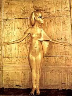 Selket on the canopic shrine of King Tutankhamun.Tomb of King Tutankhamun. Ancient Egyptian Art, Ancient History, Art History, Empire Romain, Egypt Art, Cairo Egypt, Ancient Artifacts, Ancient Civilizations, Gods And Goddesses