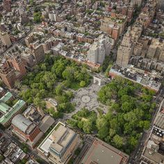 Washington Square Park is one of the most popular destinations in #NYC | Shot by @sittingingodspalm  @flynyon NY
