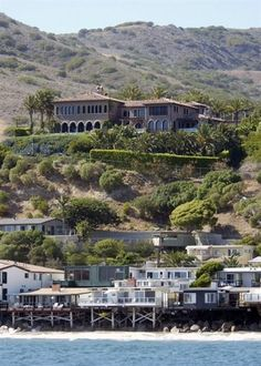 Cher Wants To Sell Her Malibu Mansion Malibu Mansion Mansions Celebrity Houses