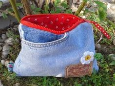 Alte Jeans wird Täschchen / Zippered pouch made from old pair of jeans / Upcycling