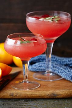 It doesn't get much simpler than this clementine, cranberry, vodka cocktail. The combination of the sweet citrus flavour of the clementines and the tartness of the cranberry is sure to perk up any evening. | Tesco