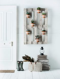 All kinds of decoration and decoration ideas as design, design free of charge are published on our website. You can come to our website to come up with designs that can bring ideas to your mind 35 DIY Vertical Plant Hanger Pot Hanger, Wall Hanger, Diy Store, Budget, Macrame Plant Hangers, Hanging Pots, Pallet Furniture, Playhouse Furniture, Pallet Playhouse