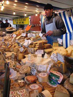 Street Market in Paris // beaucoup et beaucoup de fromage