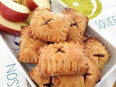 Apple pie cookies (stuffed with apple) - Recetas Para Cocinar Postres Mini Cherry Pies, Mini Apple Pies, Mini Pies, Apple Pie Cookies, Biscuit Cookies, Cupcake Cookies, Cupcakes, Cookie Recipes, Dessert Recipes