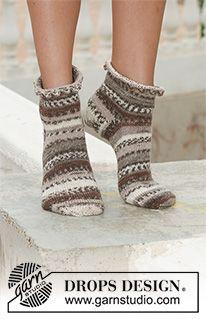 knit socks wool socks knitted socks Scandinavian pattern Norwegian socks Christmas socks gift to man. gift to woman men socks Women socks. Knitted Slippers, Crochet Slippers, Knit Or Crochet, Knitting Videos, Free Knitting, Knitting Socks, Drops Design, Knit Shoes, Sock Shoes