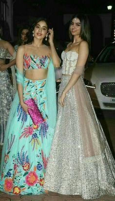 Jhanvi and Khushi Kapoor in Manish Malhotra Lehenga choli for Diwali party Manish Malhotra Lehenga, Kareena Kapoor Lehenga, Manish Malhotra Bridal, Sabyasachi Bride, Shilpa Shetty, Indian Fashion Trends, Asian Fashion, Look Fashion, Pakistani Dresses