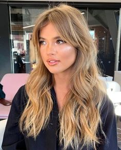 Na obrázku môže byť: 2 ľudia detail - Blonde Hair Brown Hair Shades, Light Brown Hair, Brown Hair Colors, Light Hair, Honey Blonde Hair, Blonde Hair Looks, Blonde Hair With Bangs, Bangs Long Hair, Blonde Hair Fringe