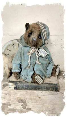 """Image of 10"""" Antique Style Mohair Bear wearing vintage dolly coat & Hat by Whendi's Bears"""