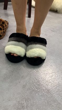 We are professional real fur products factory. Faux Fur Boots, Fur Slides, Fur Collars, Fur Coat, Slippers, Shoes, Fashion, Moda, Zapatos