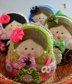 fofas! Felt Crafts Dolls, Felt Dolls, Matryoshka Doll, Kokeshi Dolls, Softies, Fun Crafts, Arts And Crafts, Felt Material, Felt Patterns