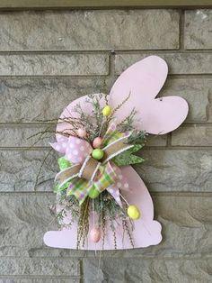 Easter door hanger, bunny door hanger, Easter wreath - Decoration For Home Easter Bunny Decorations, Easter Wreaths, Easter Decor, Easter Centerpiece, Easter Ideas, Outdoor Decorations, Bunny Crafts, Easter Crafts, Spring Crafts