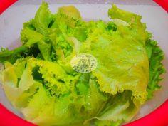 How To Make Lettuce & Other Fresh Produce Last Longer - Cottage Notes Fresh Vegetables, Fruits And Veggies, Store Vegetables, Dehydrated Vegetables, Fresco, Fruit And Vegetable Storage, Pumpkin Soup, Food Hacks, Food And Drink