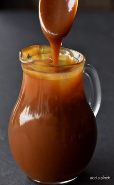 This Caramel Sauce recipe is scrumptious and the easiest that I have ever made! This salted caramel sauce is smooth, creamy and perfect every single time! Carmel Sauce Recipe, Homemade Caramel Sauce, Salted Caramel Sauce, Caramel Recipes, Candy Recipes, Sauce Recipes, Cooking Recipes, Caramel Sauce Easy, Salted Butter