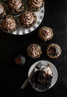 Hazelnut Praline Ganache Cupcakes | http://www.chocolateandconnie.com/hazelnut-praline-ganache-cupcakes/