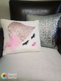 Creative Make A Pillow Or Cushion Ideas. Awe-Inspiring Make A Pillow Or Cushion Ideas. Cute Pillows, Diy Pillows, Decorative Pillows, Cushions, Throw Pillows, Diy Deco Rangement, Sewing Crafts, Sewing Projects, Diy And Crafts