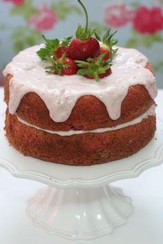 Receta-de-Bizcocho-de-fresas-(naked-or-rustic-cake)