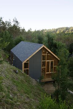Image 6 of 8 from gallery of Colico Workshop / Cavagnaro Rojo Arquitectos. Courtesy of Cavagnaro Rojo Arquitectos Architecture Design, Amazing Architecture, Installation Architecture, Building Architecture, Earthship, Cabins In The Woods, House In The Woods, Little Houses, Exterior Design