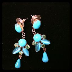 🌸HOST PICK🌸 Adorable earrings Gold, blue and green earrings in excellent condition. Vintage Jewelry Earrings