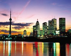 Colorful picture of the skyline of Toronto