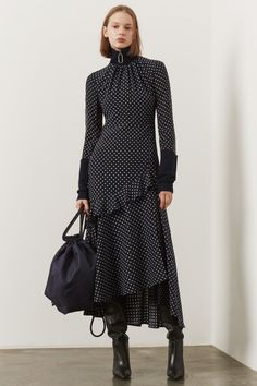 The complete Markus Lupfer Pre-Fall 2019 fashion show now on Vogue Runway. Model Markus Lupfer Pre-Fall 2019 Fashion Show Fashion Moda, Fashion Over, Look Fashion, Runway Fashion, Fashion Show, Autumn Fashion, Womens Fashion, Fashion Design, Fashion Trends