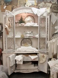 . . . Cabin & Cottage : A Little French Shop Dressed for the Holidays