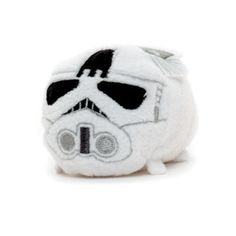 Straight from the Battle of Hoth comes this cute Tsum Tsum AT-AT pilot! Complete with embroidered helmet detail and a 3D life-support pack, the stackable mini will be a stand-out addition to your collection.