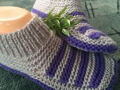 Crochet Socks, Knitted Slippers, Crochet Shawl, Knitting Socks, Knitted Hats, Knitting Videos, Baby Booties, Crochet Projects, Knitting Patterns