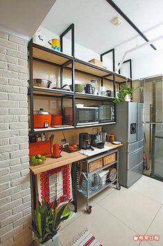 找鐵工做層架 舊檜鋪滿自在 | 蘋果日報 Interior, Kitchen, Table, Furniture, Home Decor, Kitchens, Cooking, Decoration Home, Indoor