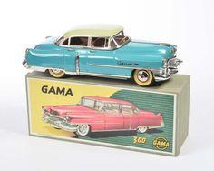 Gama, Cadillac 300, W.-Germany, 30 cm, Blech, Friktion ok, min. LM, Reprobox, min. Lagerspuren, Z 1  Gama, Cadillac 300, W.-Germany, tin, friction ok, min. paint d., reprobox, min.traces of storage, C 1
