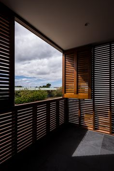 Image 7 of 21 from gallery of Claremont Residence / Keen Architecture. Photograph by Dion Robeson Minimal Architecture, Architecture Photo, Style At Home, Claremont House, Haus Am Hang, Architectural Section, Outdoor Areas, Home Fashion, Large Windows