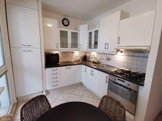 Prenájom 3-izbového bytu v BA Kitchen Cabinets, Home Decor, Decoration Home, Room Decor, Cabinets, Home Interior Design, Dressers, Home Decoration, Kitchen Cupboards