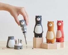 The Bear Papa Screwdriver is a great gift for DIYers of all ages.Find more unique home decor and household tools at the Apollo Box. Objet Wtf, Apollo Box, Ideias Diy, Geek Gadgets, Iphone Gadgets, 21st Gifts, Fun Gifts, Unique Gifts, Cool Inventions