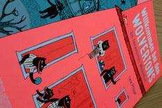 Unser Bilderbuch.de-Tipp: »Willkommen bei den Wolvertons« von Lena Pflüger | Beltz & Gelberg | Sieben großformatige Doppelseiten aus stabiler Pappe, gestaltet in jeweils anderen, kräftigen Grundfarben laden zum Schauen, Entdecken, Suchen und Staunen ein. Lena Pflüger hat in ihrer fantastischen Wimmelwelt viele Geschichten und noch mehr Details versteckt, die entdeckt werden wollen. Toll! | http://www.bilderbuch.de/product/91726-willkommen-bei-den-wolvertons