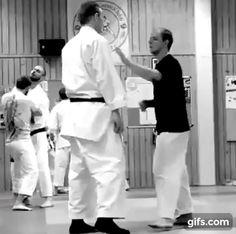 Nijushiho kata bunkai Fight Techniques, Martial Arts Techniques, Self Defense Techniques, Self Defense Moves, Self Defense Martial Arts, Martial Arts Training, Karate Club, Karate Kata, Okinawan Karate