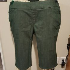 Denim and Company flat front capri pants Green Capri 5 pocket pants. Pull on and flat front with rhinestone accents. Cotton polyester spandex blend. Never worn. Denim and Company Pants Capris