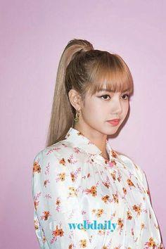 Blackpink Lisa x Mulberry 💫🌟✨ Kpop Girl Groups, Korean Girl Groups, Kpop Girls, Yg Entertainment, Rapper, Lisa Black Pink, Blackpink Members, Blackpink Photos, Jennie Blackpink