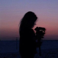 Silhouette photography shared by Lou☽ on We Heart It Silhouette Photography, Shadow Photography, Sunset Photography, Lonely Girl Photography, Beauty Photography, Amazing Photography, Aesthetic Photo, Aesthetic Girl, Aesthetic Pictures