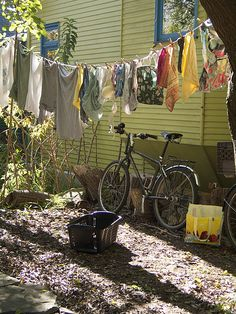 love this, laundry and bikes Laundry Lines, Laundry Art, Laundry Drying, Laundry Room, Toronto Island, Vintage Laundry, Country Scenes, Simple Pleasures, Stand By Me
