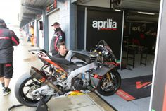 Guintoli's factory Aprilia RSV4 gets pampered