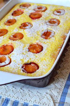 Prajitura cu branza si prune - Lucky Cake Lucky Cake, German Desserts, Oreo, Delicious Desserts, Pizza, Pudding, Bacon, Cookies, Food