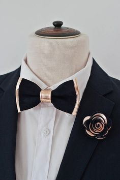 Rose Gold navy blue leather bow tie for men rose gold wedding bow tie midnight navy blue boutonniere genuine rose gold toddlerbabbyboys Blue Boutonniere, Boutonnieres, Bow Tie Wedding, Wedding Suits, Rose Gold Wedding Dress, Wedding Flowers, Bridesmaids And Groomsmen, Wedding Bridesmaids, Rose Gold Bridesmaid