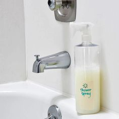 Daily Shower Spray: With only three ingredients, spray your way to a clean shower every day. The dish soap helps keep your shower sparkling while the vinegar disinfects with this DIY shower spray. Homemade Cleaning Products, Cleaning Recipes, Natural Cleaning Products, Cleaning Hacks, Cleaning Supplies, Diy Cleaners, Cleaners Homemade, House Cleaners, Homemade Soaps